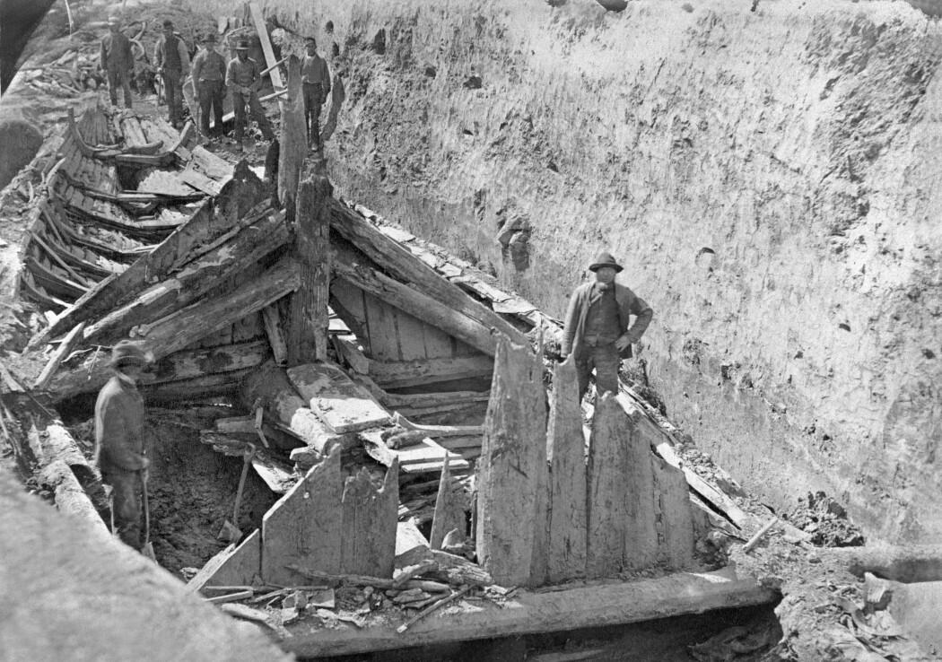 Utgravningen av Gokstadskipet og haugen i 1880.