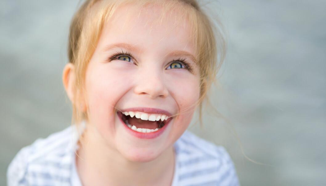Om du smiler skjer det positive ting i hjernen din, selv om du egentlig ikke er så glad. Det kan gjøre deg glad.
