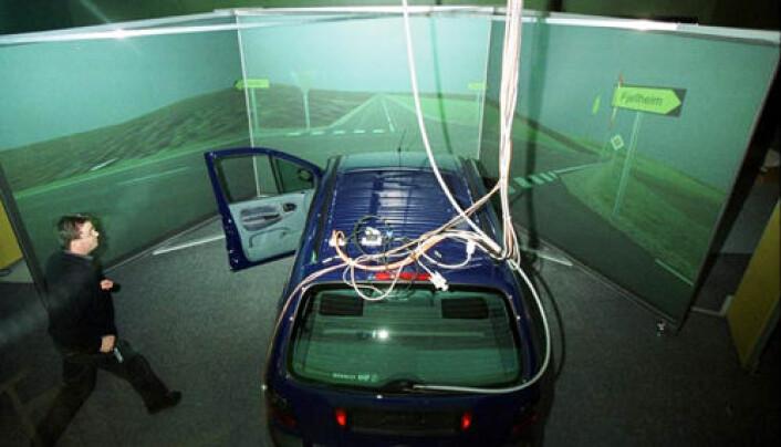 En kjøresimulator gjør det mulig å teste rusede sjåfører i trygge omgivelser. (Foto: Rune Petter Ness)