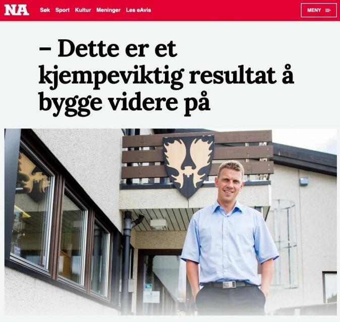 Ordfører Stian Brekkvassmo i Namsskogan kommune i tidligere Nord-Trøndelag smiler godt i Namdalsavisa etter at han har fått vite om utsiktene for befolkningsutviklingen i kommunen.