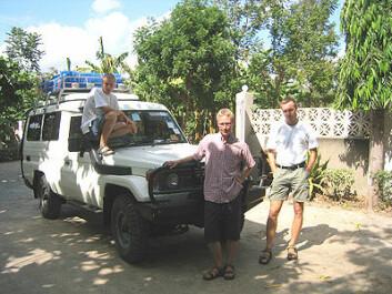 """""""Svein Berntsen (til venstre), Rune Hageberg (midten og Anders Aandstad har lagt et unik grunnlag for videre studier av aktivitet og fysisk form hos afrikanske barn"""""""
