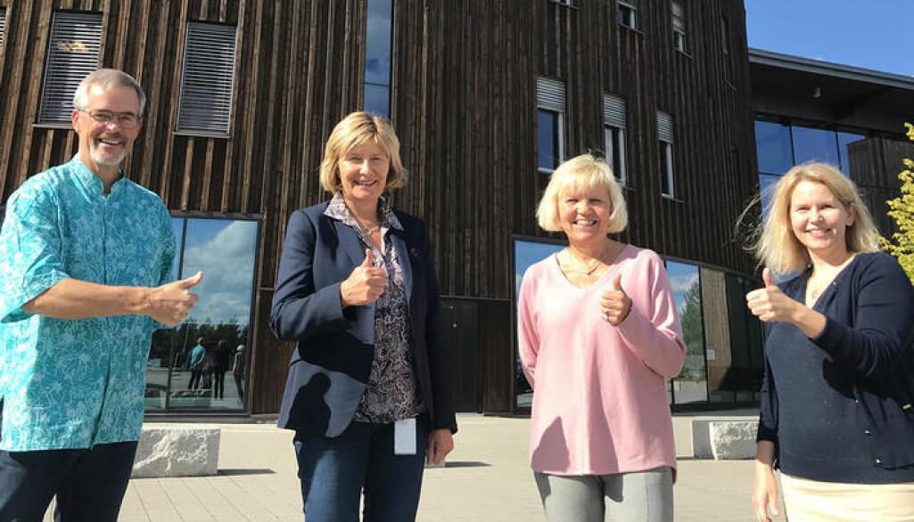 Jubler over tildelning: Fra venstre professor Sevald Høye, førsteamanuens Anne Trollvik, professor Kari Kvigne og leder for eksternfinansiert virksomhet ved fakultetet, Lena Westby.