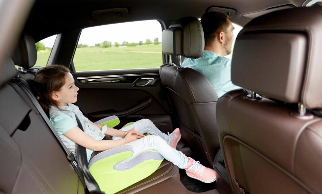 Forskerne har et tips til barn og foreldre som kjører til skolen: Snakk sammen!