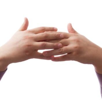 En nysgjerrig lege knakk fingrene i 50 år, bare på den ene hånden, for å sjekke om det var skadelig. (Foto: Colourbox)