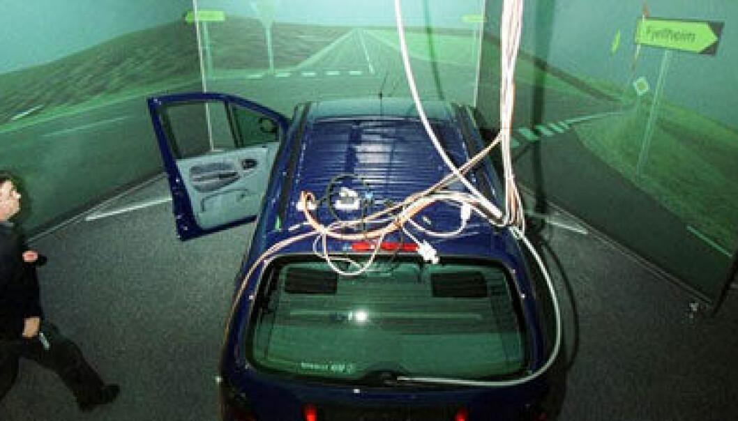 En kjøresimulator gjør det mulig å teste rusede sjåfører i trygge omgivelser. Rune Petter Ness