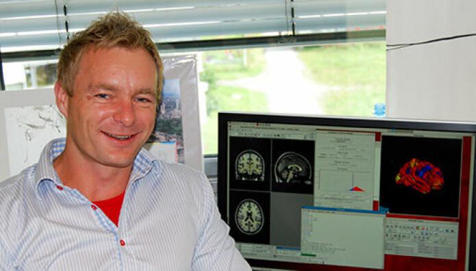 Anders Fjell og hans kolleger ved Universitetet i Oslo studerer data fra tusenvis av deltakere. Disse store studiene viser at det er svært beskjedne sammenhenger mellom søvn og hjernehelse.