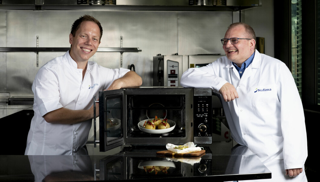 """Try to expand your use of the microwave oven"", suggest Nofima chef Stian Gjerstad Iversen and Senior Scientist Dagbjørn Skipnes. Here they display healthy and tasty food that you can easily make with a microwave oven."