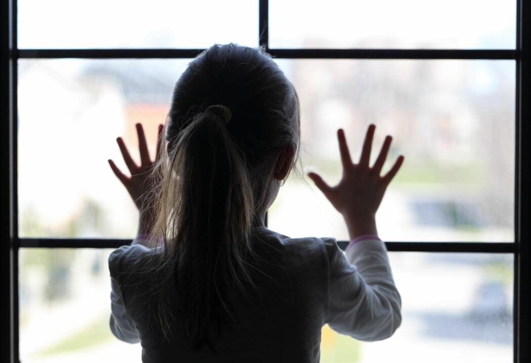 Dårlig ventilasjon i skoler kan ha betydning for korona. – Nå vet vi at vi bør ta hensyn til ventilasjon for å redusere smitterisikoen, sier professor.