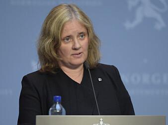 Siri Feruglio under en av de ukentlige pressekonferansene om koronasituasjonen i Norge.