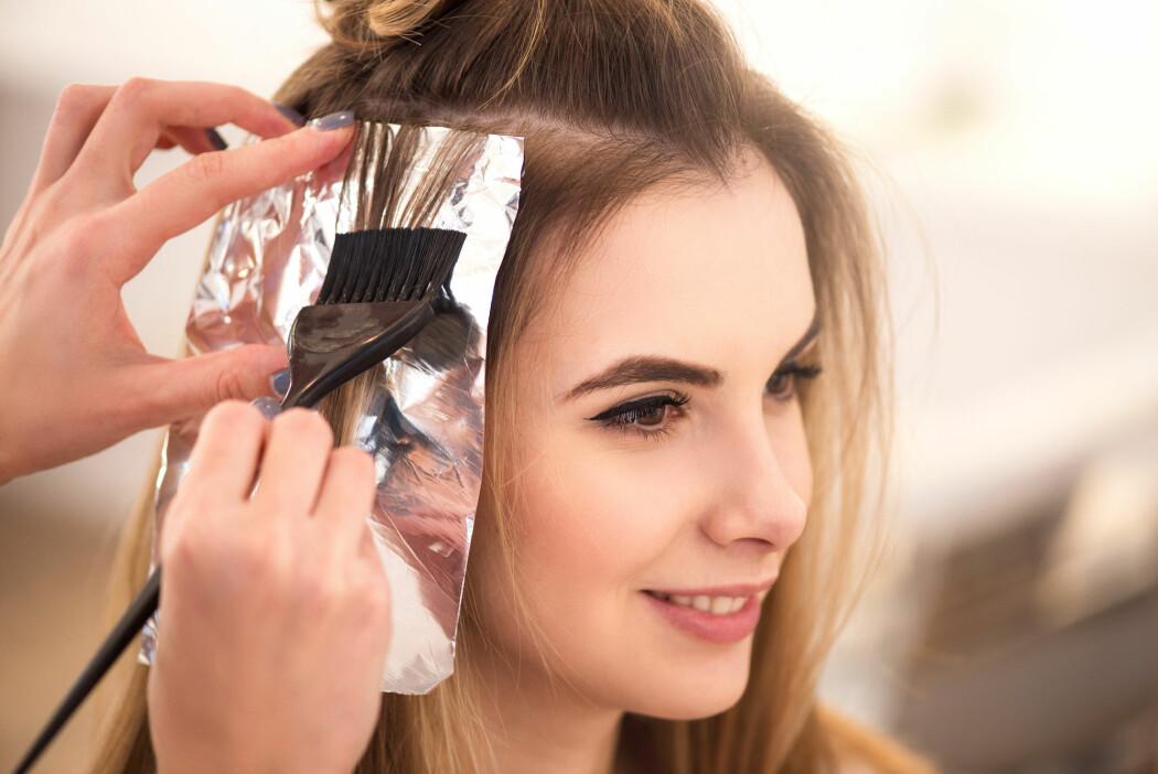 Forskere fulgte opp 117 000 kvinner over tre tiår, men fant ingen økt kreftdødelighet eller økt risiko for de fleste alvorlige kreftformer blant dem som farget håret.