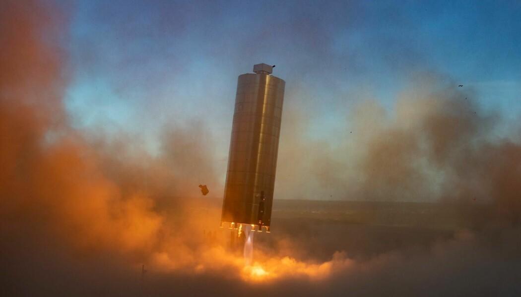 Fra oppskytningen av Starship-prototypen SN5 i Boca Chica, Texas 4. juli 2020. Siden da har neste prototyp SN6 gjort to lignende hundremeters hopp, og SN7 klargjøres i disse dager.