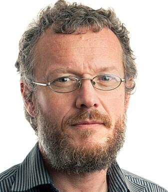 Førsteamanuensis på NLA Høgskolen i Bergen John Skartveit er en av få i verden som forsker på fossiler av hårmygg.