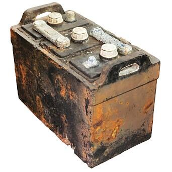 Hovedårsaken. Brukte bilbatterier.