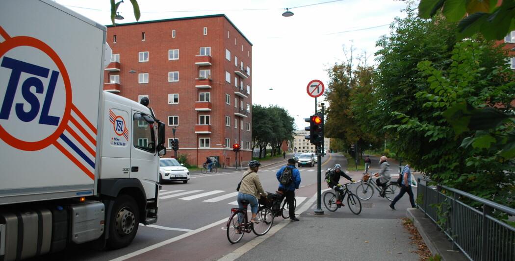 Unna vei, her kommer jeg: En ny undersøkelse viser at det er mye frustrasjon og frykt blant de ulike trafikantene. Hvem skal egentlig ta hensyn til hvem?