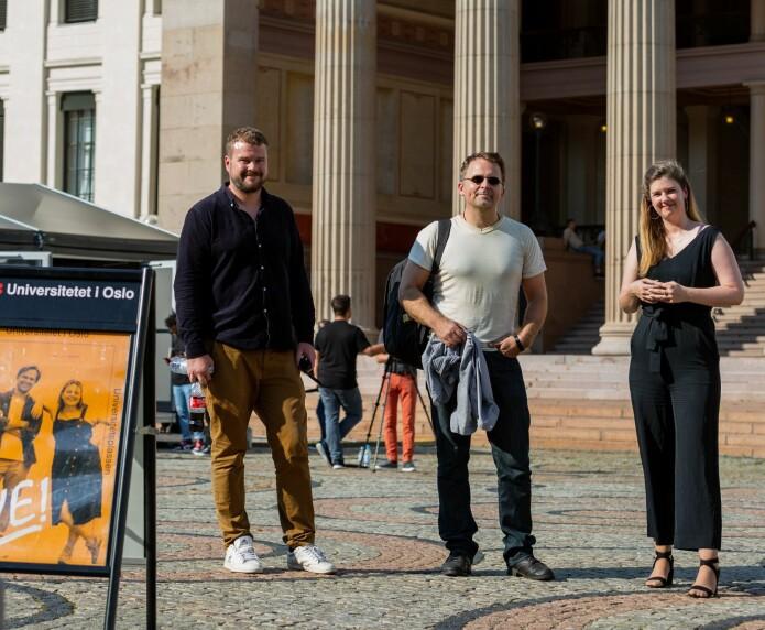 Statsviter Tore Wig, programleder Gjermund Eriksen og jurist Sofie A.E.Høgestøl under innspillingen av podcasten Universitetsplassen tidligere i sommer.