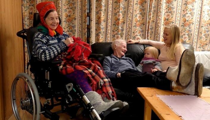 Máret Lájlá joiker til besteforeldrene og datteren Elle