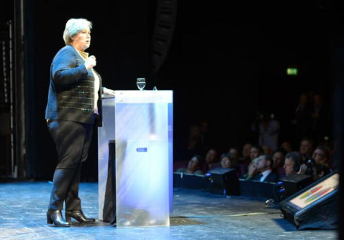 H/FrP-regjeringen ledet av statsminister Erna Solberg setter et tydelig blått stempel på forskningspolitikken i sitt første statsbudsjett. Bildet er fra en klimakonferanse i regi av Zero tidligere i uka. (Foto: Statsministerens kontor)