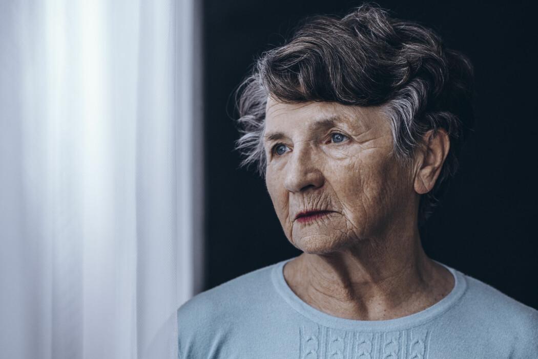 Flere kvinner enn menn får demens. Forskerne har lenge lurt på hvorfor det er slik. Nå er østrogenet en enda hetere kandidat.