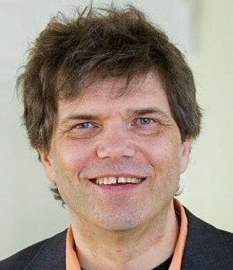 Professor i fysikk Gaute Einevoll leder også podkasten Vett og Vitenskap.