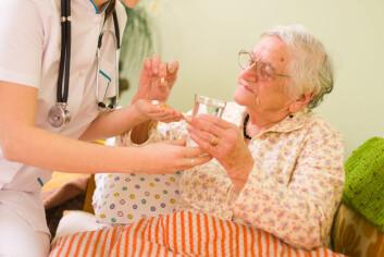 Åtte av ti pasienter på sykehjem i Norge er demente. Mange av dem greier ikke forklare at de har vondt. (Foto: Shutterstock)