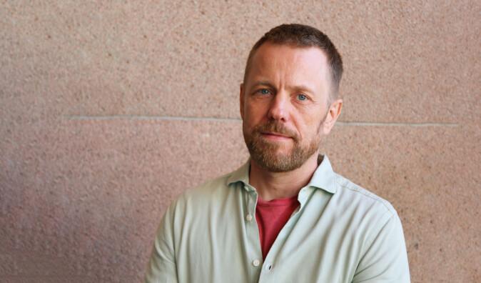 Lars Toft-Eriksen finner påvirkning fra førkrigstidas ideologi om originalitet og det ubevisstes kraft i fremstillingen av Edvard Munch.