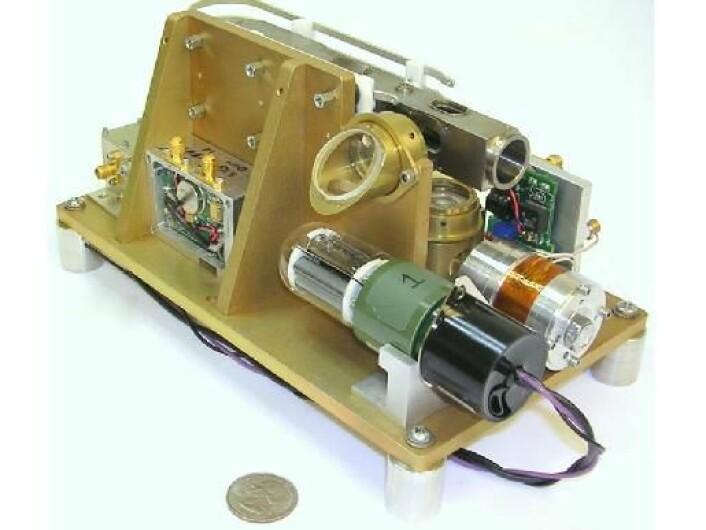 Den nye atomklokka er så liten at den får plass i et lite romfartøy. (Foto: NASA/JPL)