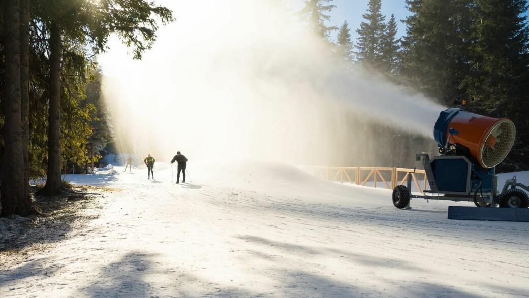 Skientusiaster må belage seg stadig mer på kunstsnø, om de ikke vil reise langt for å oppleve hvite vintergleder.