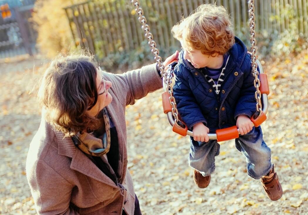 Nå er kanskje så mye som hver fjerde ansatt i barnehagene over 50 år. Andelen eldre blir større for hvert år.