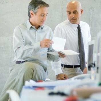 Enkelte medarbeidere holder bevisst tilbake kunnskap som kunne ha hjulpet kollegene. Hva skjer med dem? (Illustrasjonsfoto: www.colourbox.no)