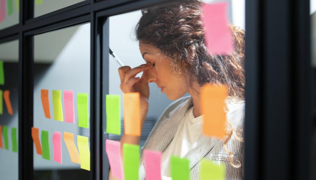 – Når en leder må bruke mye tid på å håndtere at de har altfor mye å gjøre, vil det være mindre tid igjen til å skape et godt forhold til de ansatte, sier ledelsesforsker Karoline Kopperud.