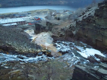 Metallholdig avrenning fra gruveområdet i Sulitjelma. (Foto: Torstein Kristensen)