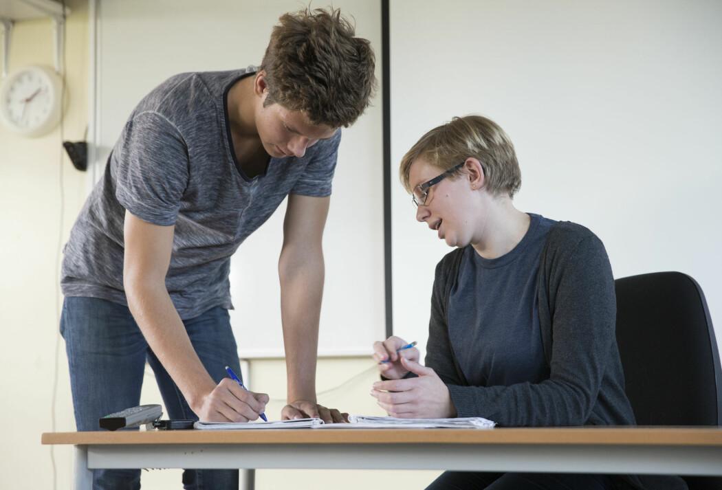 Både svenske og norske lærer opplever mye stress. - Det er viktig håndtere stresset underveis mens det pågår, ifølge norsk skoleforsker.
