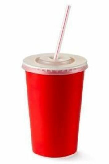 Aspartam finnes blant annet i lettbrus og inneholder samme antall kalorier per gram som sukker. Men siden aspartam er om lag 200 ganger søtere enn sukker, trenger man bare veldig små mengder for å oppnå en søt smak. (Foto: Colourbox)