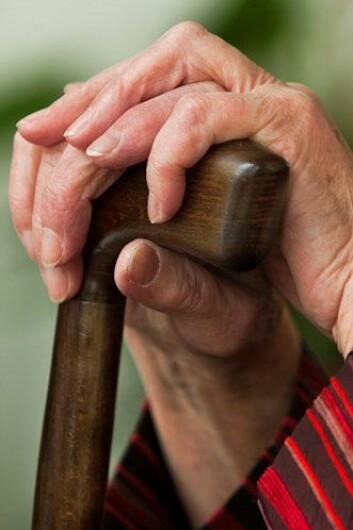 Danske eldre er fornøyd med livet, viser ny forskning. Men de frykter at den siste tiden blir smertefull og uverdig. (Foto: Colourbox)