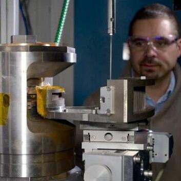 Forskere ved ETH i Zürich og ESRF i Grenoble konstruerte sin egen supervulkan med en diamantkapsel fylt med syntetisk magma. (Foto: ESRF/Blascha Faust)