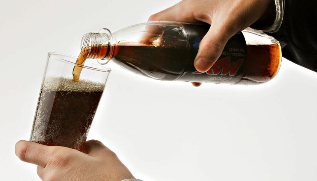 Er aspartam farlig? Det spørsmålet har i mange år vært kontroversielt blant forbrukere, forskere og myndigheter, men nylig konkluderte EUs matvarepanel med at stoffet ikke er farlig i de tillatte mengdene. Ikke alle forskere er enige. Roger Neumann, VG