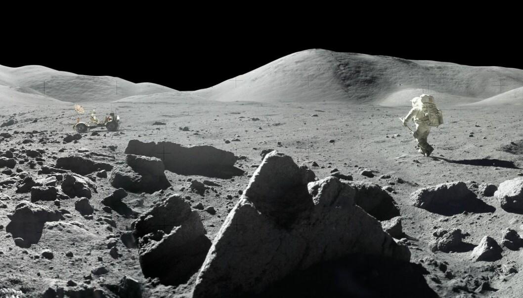 Astronauten Harrison Schmitt går på månen i 1972, på vei til månebilen som du ser i bakgrunnen.