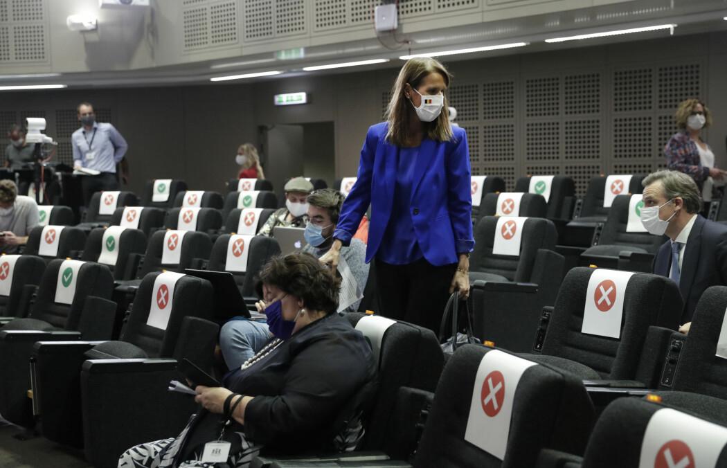 Den belgiske statsministeren Sophie Wilmès er blant politikerne som anklages for å gjemme seg bak ekspertene og ikke forsvare tiltakene mot koronaviruset selv.