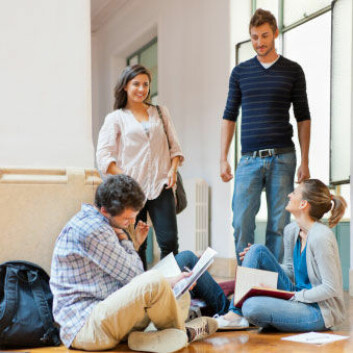 Avgangselever føler de er alene om valget av høyere utdannelse. Men de opplysningene de skraper sammen, stemmer sjelden overens med virkeligheten. (Foto: iStockphoto)