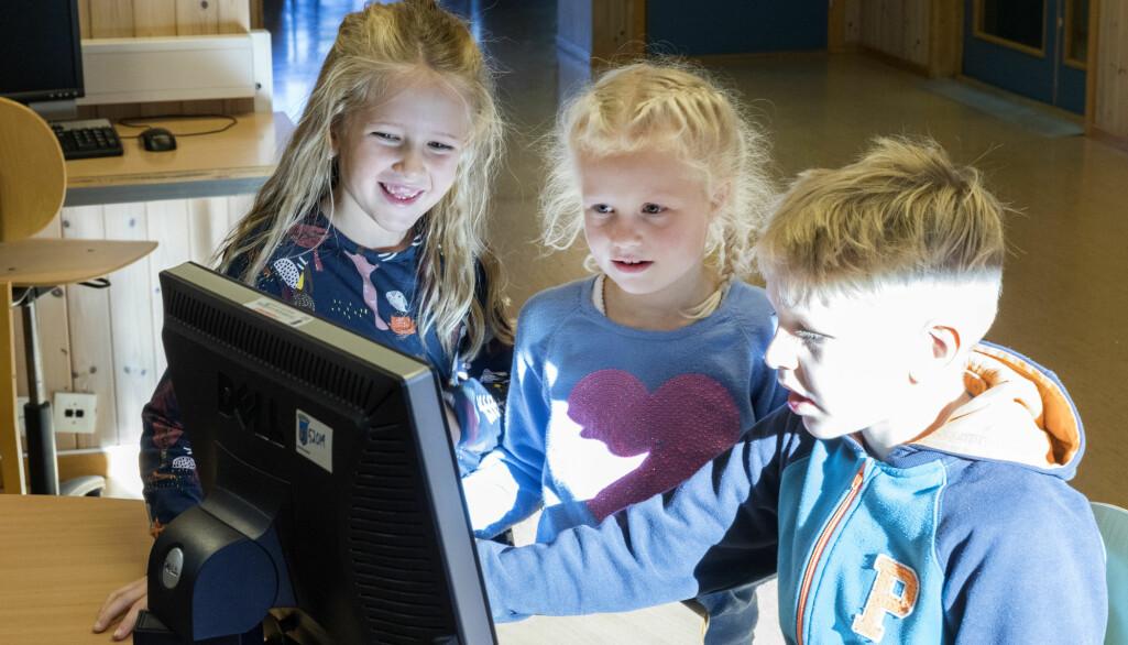 Elever bruker stadig mer tid i digitale omgivelser uten at skolen har et klart mål om digital dannelse.