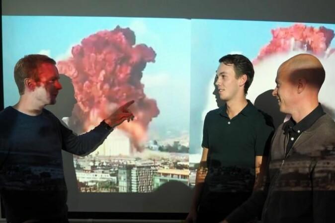 Christian Pedersen (t.v.), Ole Petter Maugsten og Andreas Carlson forteller at sprengkraften i eksplosjonen i Beirut kan beregnes med forholdsvis enkel matematikk.
