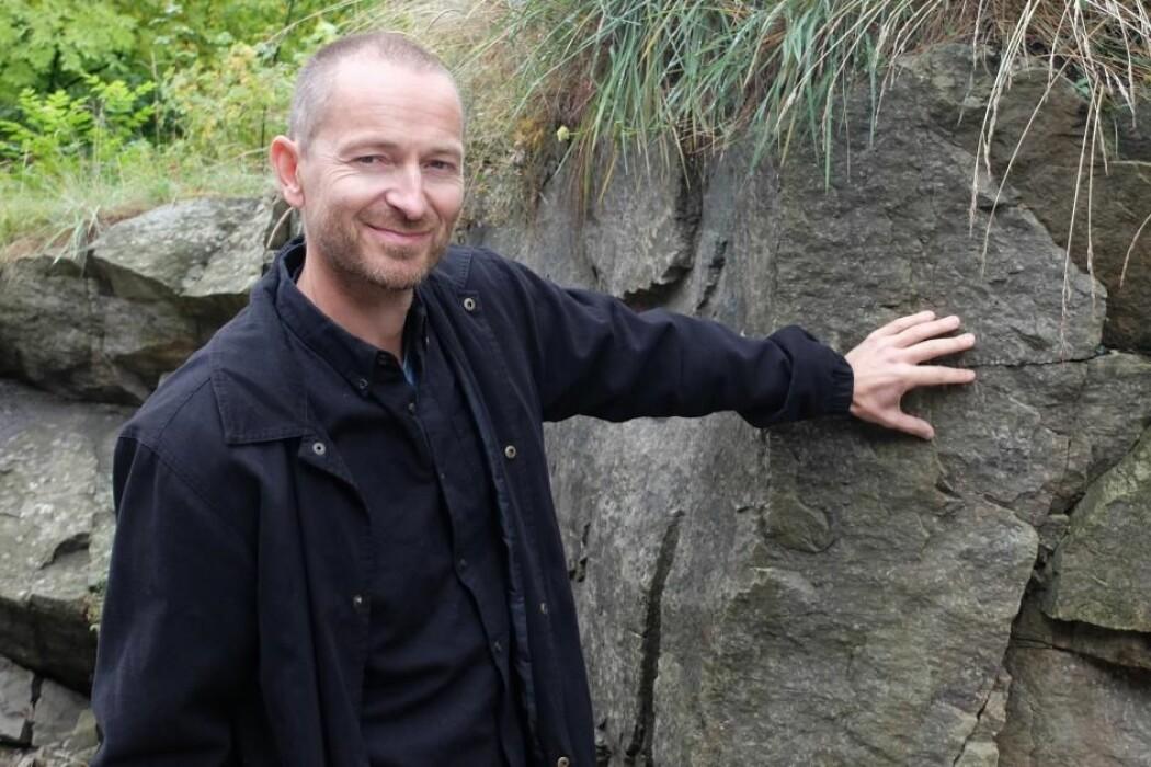 Like ved jobben kan geolog Henrik Svensen studere strukturene i 300 millioner år gamle vulkanganger.