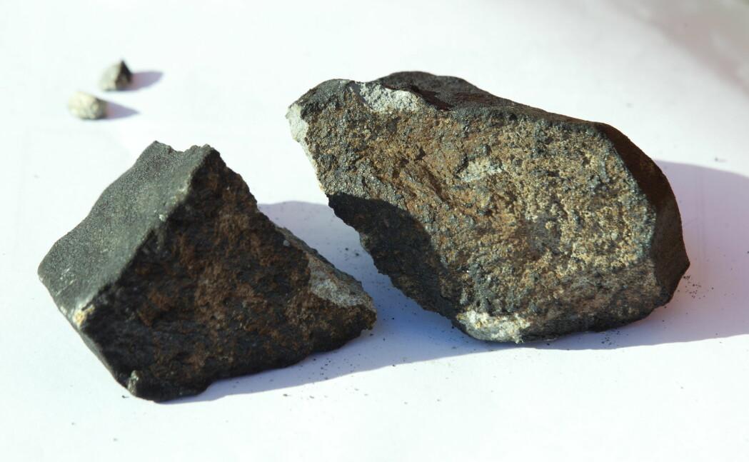 Her er meteoritten som slo hull i taket på en kolonihagehytte i Oslo.