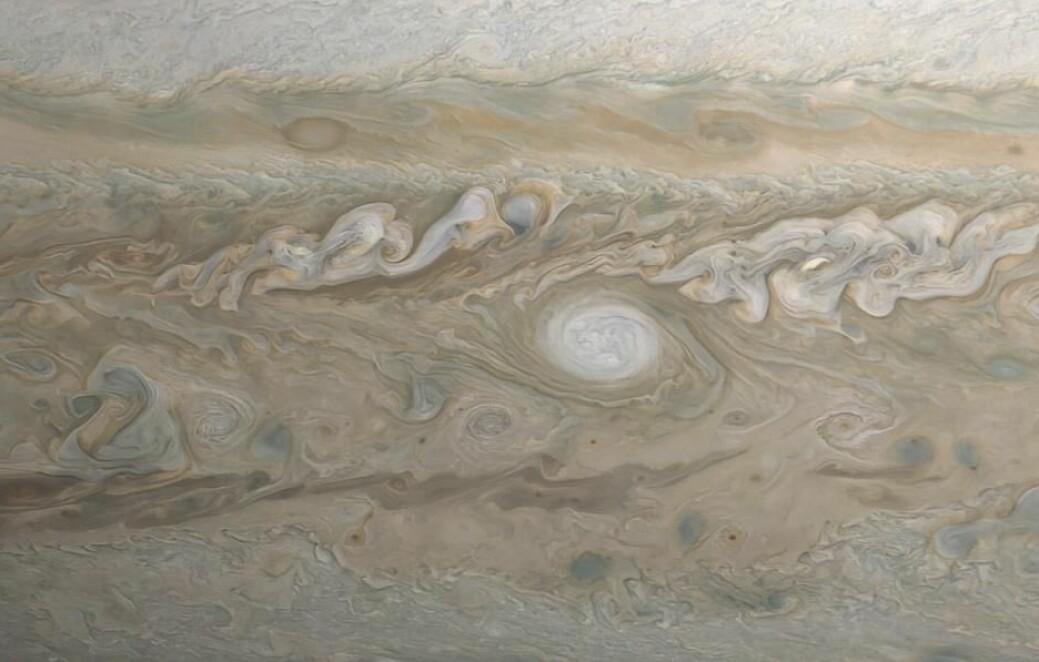 Nasa får hjelp av amatørastronomer som dokumenterer hvordan stormene oppstår og utvikler seg.