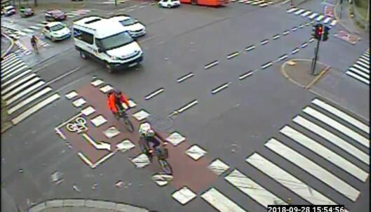 I krysset mellom Sognsveien og Kirkeveien er også trafikkert, og her kommer trikken i tillegg.