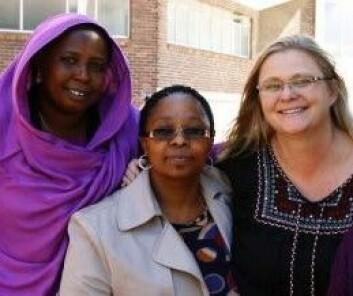 Forskere og prosjektkoordinatorer Alawia Ibrahim Farag, Vuyokazi Nomlomo og Halla Holmarsdottir. (Foto: Privat)