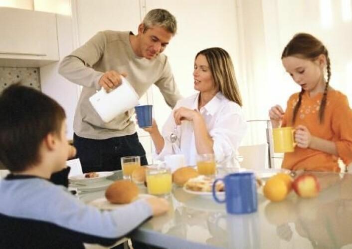 Hvis man tilsatte D-vitamin til melk og brød, kunne mange unngå D-vitaminmangel om vinteren, viser en ph.d.-avhandling. (Foto: Colourbox)