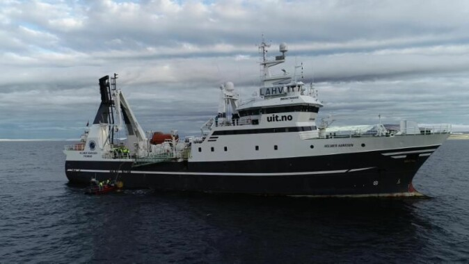 FF Helmer Hanssen i Rijpfjorden september 2020 for å hente opp havobservatoriet som da hadde stått ute i to år.