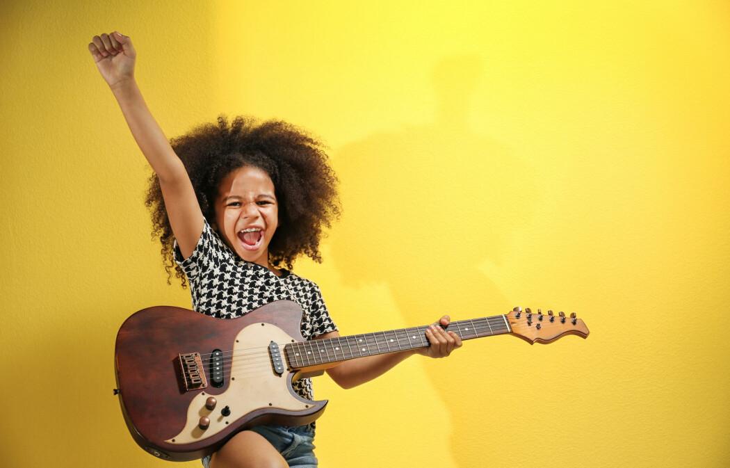 Kanskje blir du smartere av å spille gitar. Kanskje ikke.