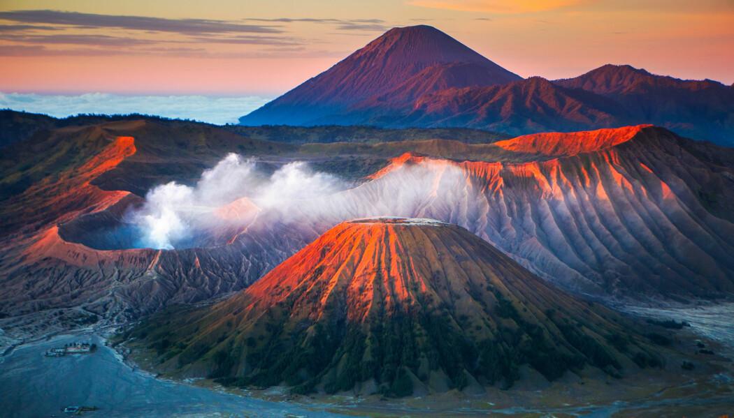 Vulkaner spiller en rolle i jordens trege karbonkretsløp, der gammel CO2 resirkuleres. Bildet er fra Java, Indonesia.